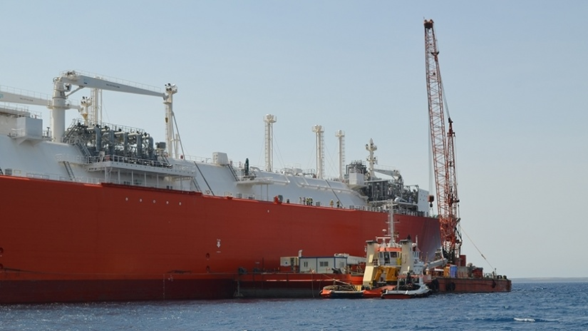 Alongside the LNG/C vessel for the lifting and transfer of Vaporisers onboard
