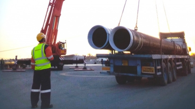 EDT Offshore - Oil & Gas Logistics Shorebase in the New Port of Limassol - Pipe Handling - Copyright: TOTAL E&P Cyprus B.V.